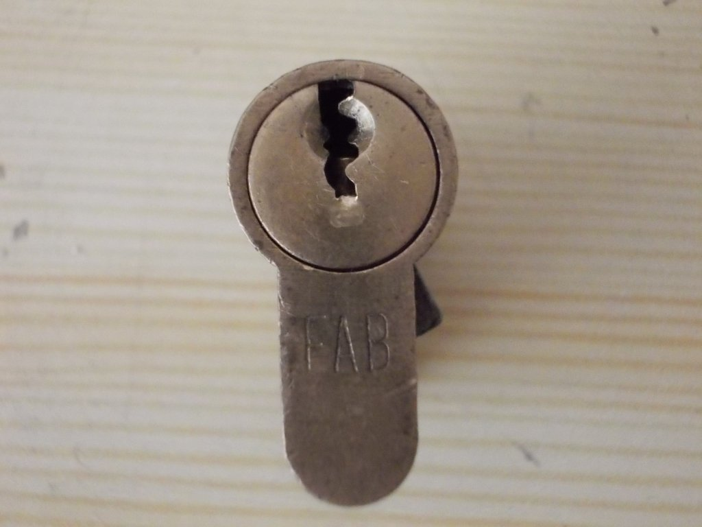 http://forum.lockpicker.cz/userdata/lukas.raus/im_DSCN3706[1].JPG